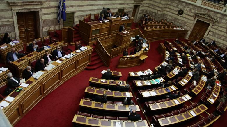 Με τη διαδικασία του επείγοντος συζητείται στη Βουλή το νομοσχέδιο για την κινητικότητα