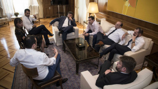 Οι δανειστές φεύγουν, η κυβέρνηση προαναγγέλλει κοινωνικό μέρισμα