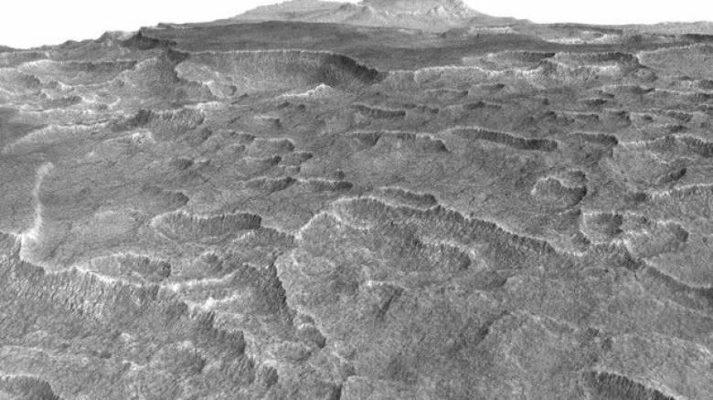 Βρήκαν τεράστια αποθέματα νερού σε μορφή πάγου, στον πλανήτη Άρη (pic)