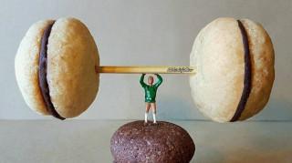 Ιταλός φτιάχνει μινιατούρες του κόσμου με... γλυκά! (pics)