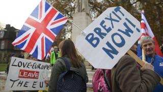 Βρετανία: Διαδήλωση υπέρ του Brexit έξω από το κοινοβούλιο