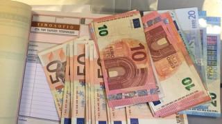 Πώς να κλείσετε μπλοκάκι με 100 ευρώ