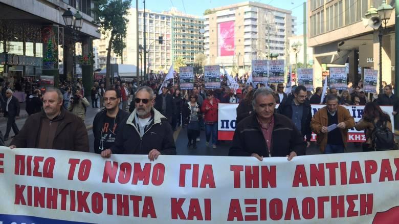 Μαζική συμμετοχή στις πορείες ΑΔΕΔΥ-ΠΑΜΕ στο κέντρο της Αθήνας (vid&pics)
