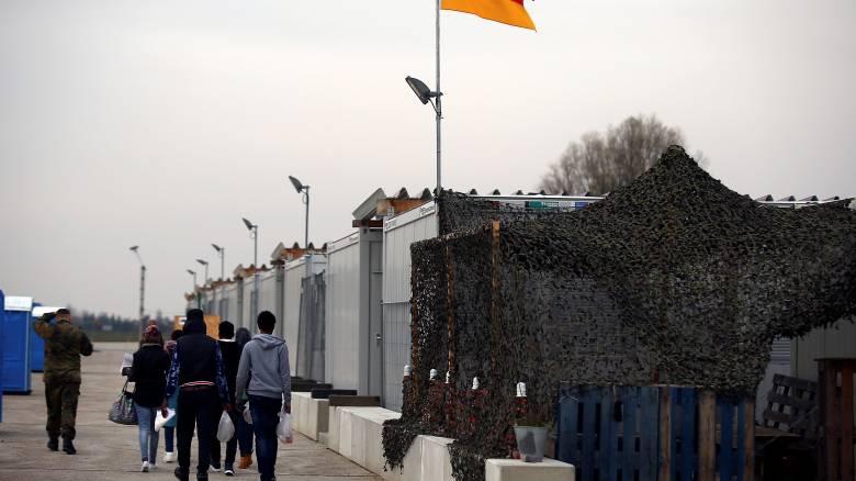 Θέσπιση ορίου για τους πρόσφυγες στη Γερμανία ζητά ο Ζέεχοφερ