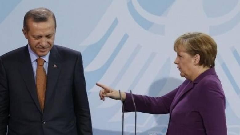 Σκληρή απάντηση της Μέρκελ στις δηλώσεις Ερντογάν για άνοιγμα των συνόρων