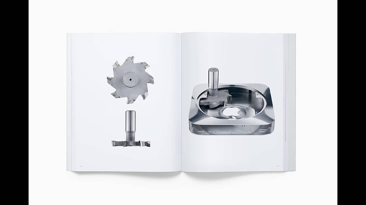 https://cdn.cnngreece.gr/media/news/2016/11/25/56016/photos/snapshot/designed-by-apple-in-california-book-10.jpg