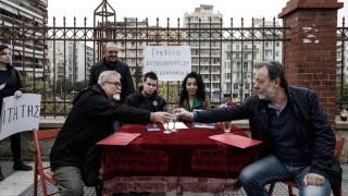 Θεσσαλονίκη: Διαμαρτυρία-τρολάρισμα για το πρωθυπουργικό γραφείο