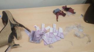 Συνέλαβαν Ολλανδή με 180.000 ευρώ κρυμμένα... στα παπούτσια της