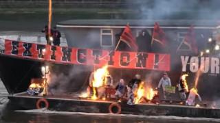 Έκαψαν στον Τάμεση ενθύμια της πανκ αξίας εκατ. ευρώ (vid)