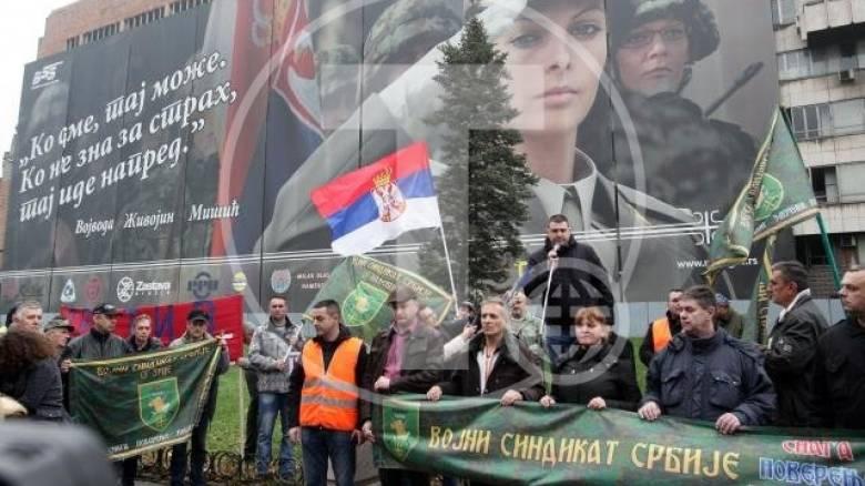 Άνευ προηγουμένου διαδήλωση σέρβων στρατιωτών για τις συνθήκες εργασίας τους