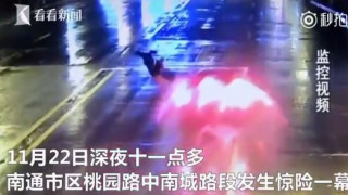 Σοκαριστικό βίντεο: Αυτοκίνητο πετάει στον αέρα γυναίκα