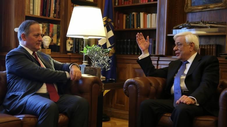 Αξιολόγηση και ΕΚΤ συζήτησαν Παυλόπουλος και Κερέ