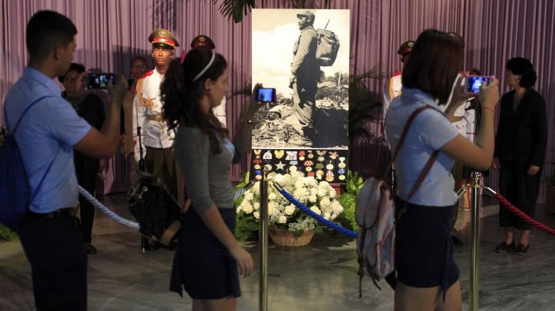 Δείτε live: Οι Κουβανοί αποχαιρετούν τον Φ. Κάστρο