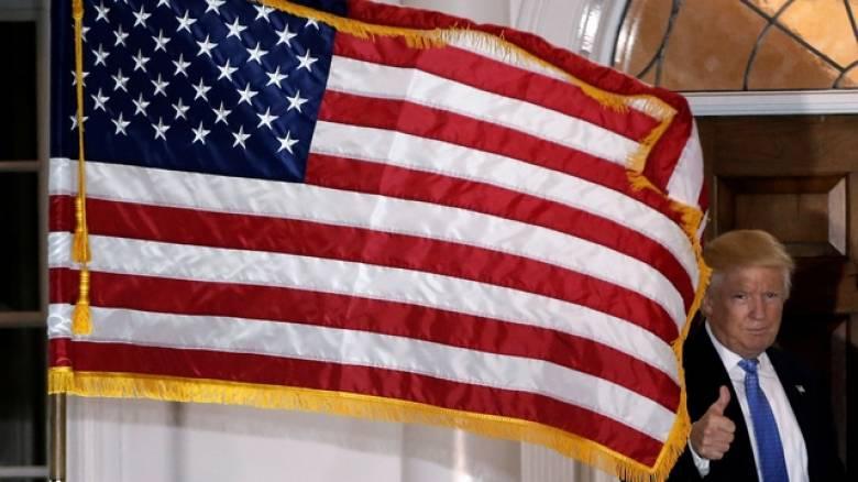 Τραμπ: Στη φυλακή όποιος καίει τη σημαία