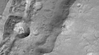 Μοναδικό υλικό από τον Άρη στέλνει το Trace Gas Orbiter (pics&vid)