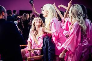 Η Lady Gaga και τα κορίτσια της