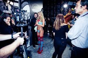 Στα backstage του Victoria's Secret με το Vanity Fair