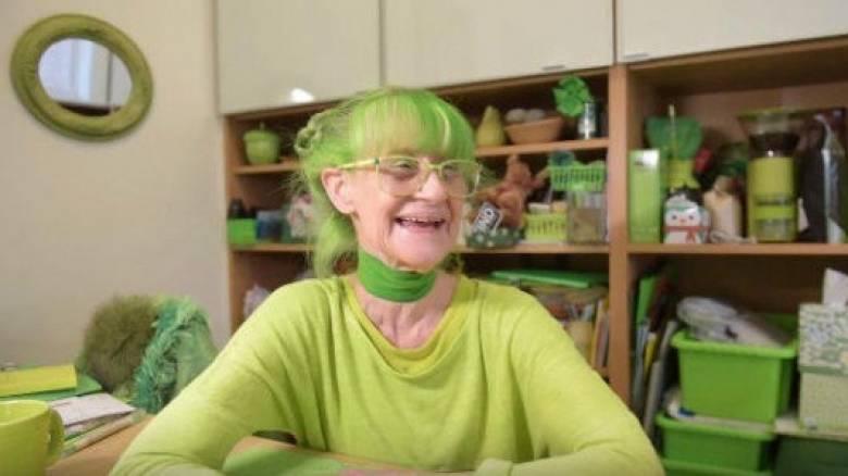 Η «Πράσινη Κυρία» της Νέας Υόρκης: Η γυναίκα που ζει «βουτηγμένη» στο πράσινο (pics&vid)