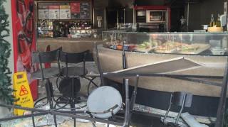 Έκρηξη στην πλατεία Βικτωρίας: Εικόνες καταστροφής στο ταχυφαγείο (pics)
