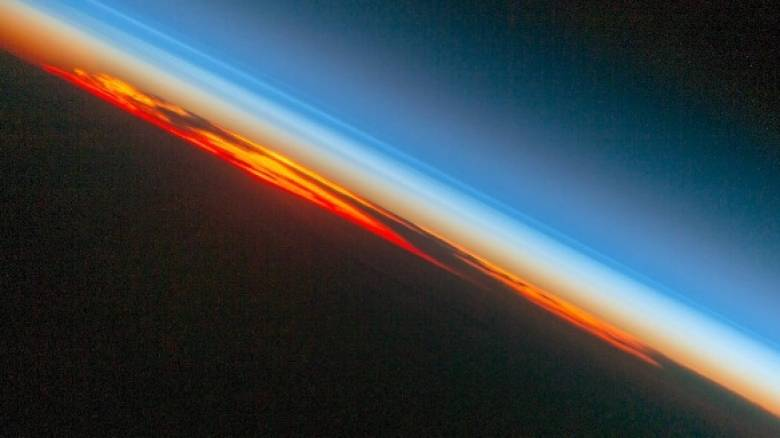 H NASA αποτυπώνει το πιο εντυπωσιακό ηλιοβασίλεμα…από ψηλά (vid&pic)