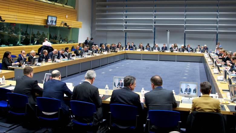 Παρασκηνιακές συναντήσεις πριν από το Eurogroup - τα σενάρια για τον κόφτη