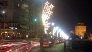 Η Θεσσαλονίκη «φοράει» τα γιορτινά της