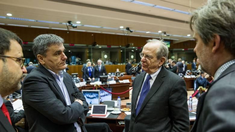 Στη σκιά του ιταλικού δημοψηφίσματος το Eurogroup