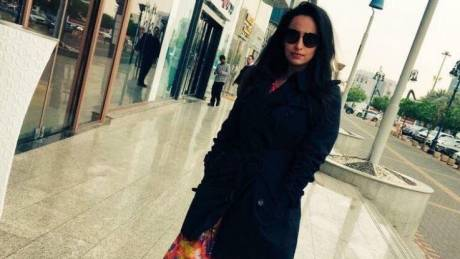 Tόλμησε και βγήκε χωρίς χιτζάμπ στη Σ. Αραβία - Φανατικοί ζητούν το κεφάλι της