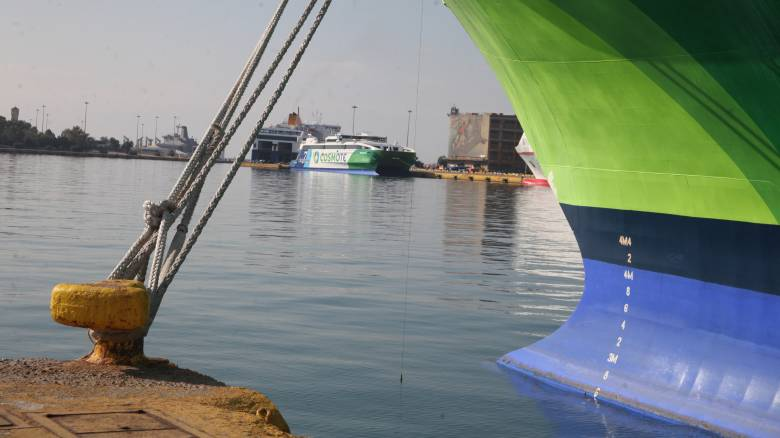 ΠΝΟ: Δεμένα τα πλοία μέχρι την Τρίτη, προβλήματα στα νησιά
