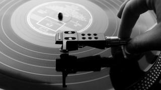 Εκδίκηση από βινύλιο: για 1η φορά οι πωλήσεις δίσκων ξεπέρασαν τις ψηφιακές κυκλοφορίες
