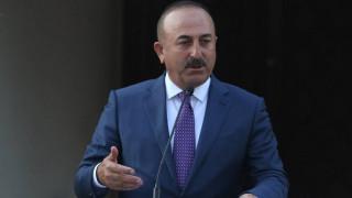 Ο Τσαβούσογλου απαιτεί την άμεση έκδοση των 8 Τούρκων
