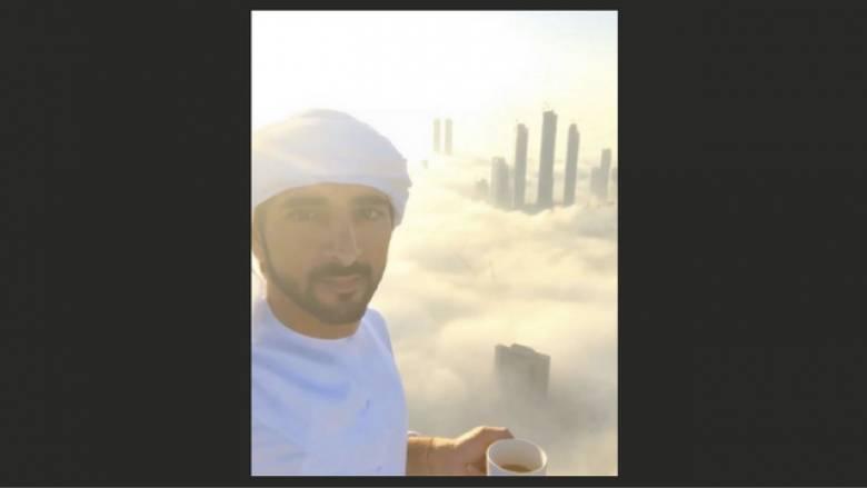 Ο πρίγκηπας του Ντουμπάι φωτογραφίζει πάνω από τα σύννεφα