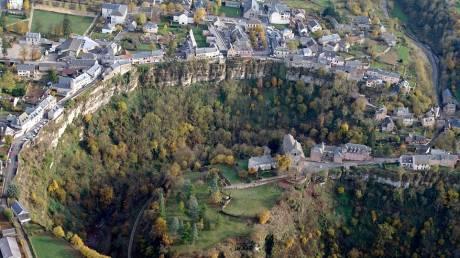 Bozouls: Χτισμένο πάνω σε φαράγγι που σχηματίστηκε πριν από 2 εκ. χρόνια (vid)