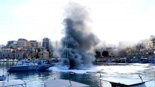 Ηράκλειο: στις φλόγες σκάφος στο ενετικό λιμάνι (pics)