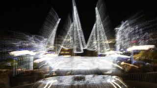 Σε ρυθμούς Χριστουγέννων η Αθήνα: Φωταγωγήθηκε το κέντρο (pics&vid)