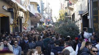 Εορταστικό ωράριο Χριστουγέννων: Ανοιχτά αύριο Κυριακή τα καταστήματα