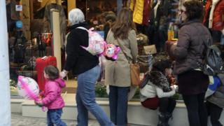 Εορταστικό ωράριο Χριστουγέννων: Ανοιχτά σήμερα Κυριακή τα καταστήματα