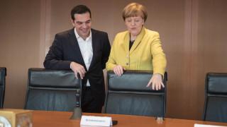 Τσίπρας - Μέρκελ: Θέλει να πείσει όχι να απειλήσει