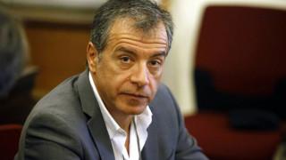 Στ. Θεοδωράκης: Έστω και συμβολικά θα έπρεπε να μειωθούν οι φόροι