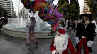 Δώρο Χριστουγέννων: Πότε καταβάλλεται σε εργαζόμενους και πότε σε δικαιούχους του ΟΑΕΔ