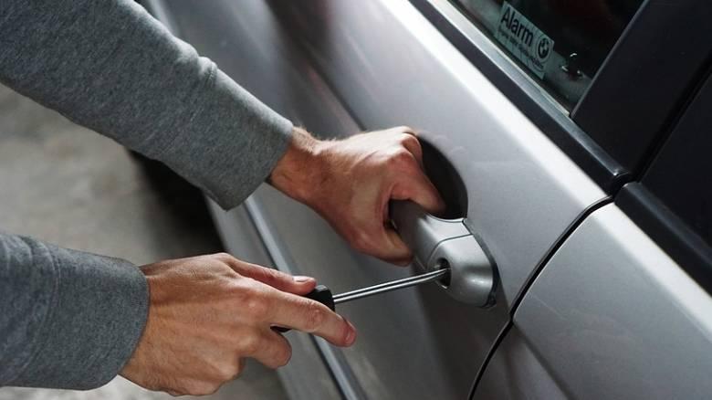 Σκηνή από το μέλλον: Η BMW κλείδωσε τον κλέφτη μέσα στο αυτοκίνητο εξ αποστάσεως