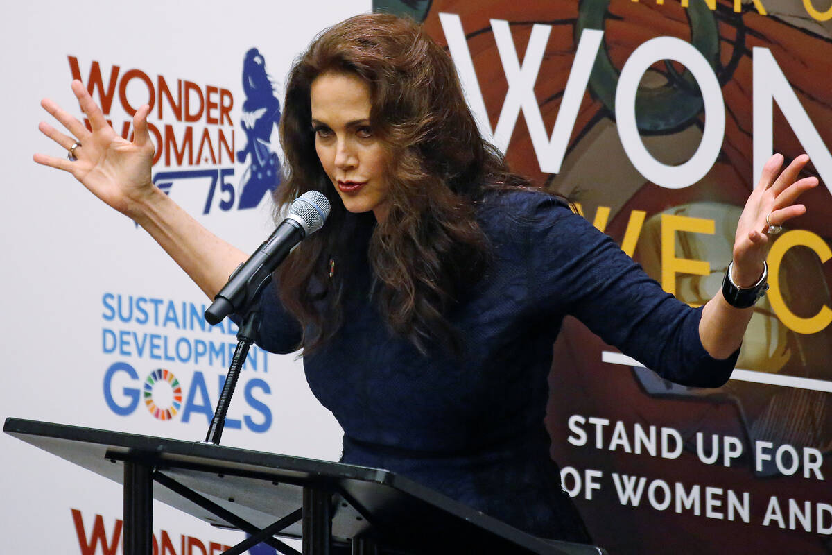 Wonder woman Lynda 2016 10 21T173658Z 399281185 D1BEUIHCXEAA RTRMADP 3 UN WONDER WOMAN HONORARY AMBASSADOR