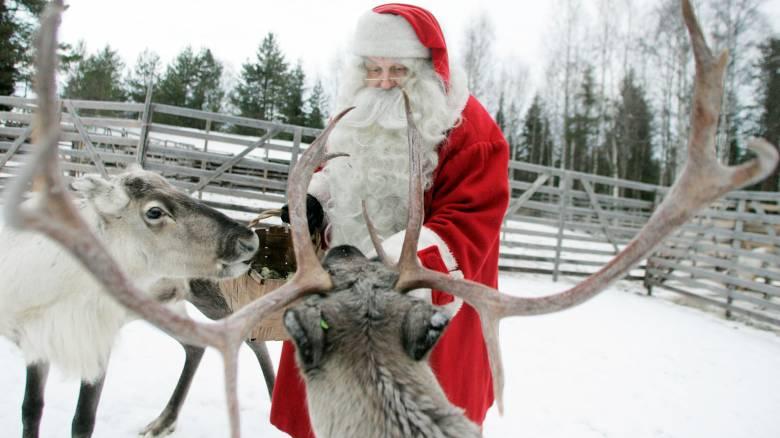 Χριστούγεννα: οι προετοιμασίες του Άη Βασίλη και τα γράμματα της τελευταίας στιγμής
