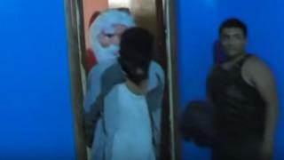 Ο Αγιος Βασίλης κάνει έφοδο σε σπίτι και συλλαμβάνει εμπόρους ναρκωτικών (vid)