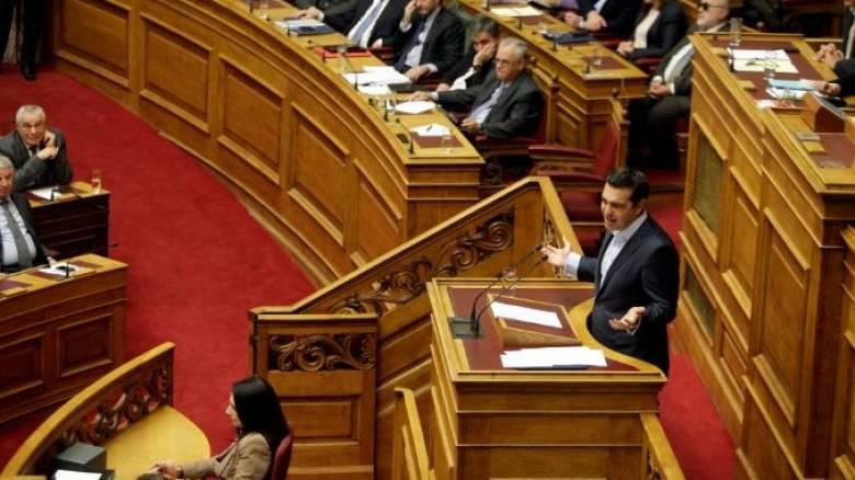 Διπλό «γάντι» Τσίπρα με ονομαστική ψηφοφορία στη Βουλή