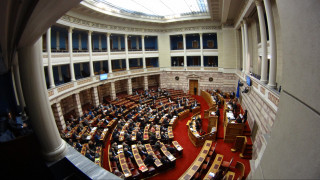Ονομαστική ψηφοφορία στη Βουλή για τις κοινωνικές παροχές