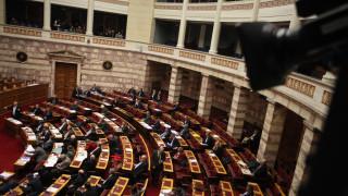 «Μπαρούτι» στη Βουλή για τις εξαγγελίες Τσίπρα