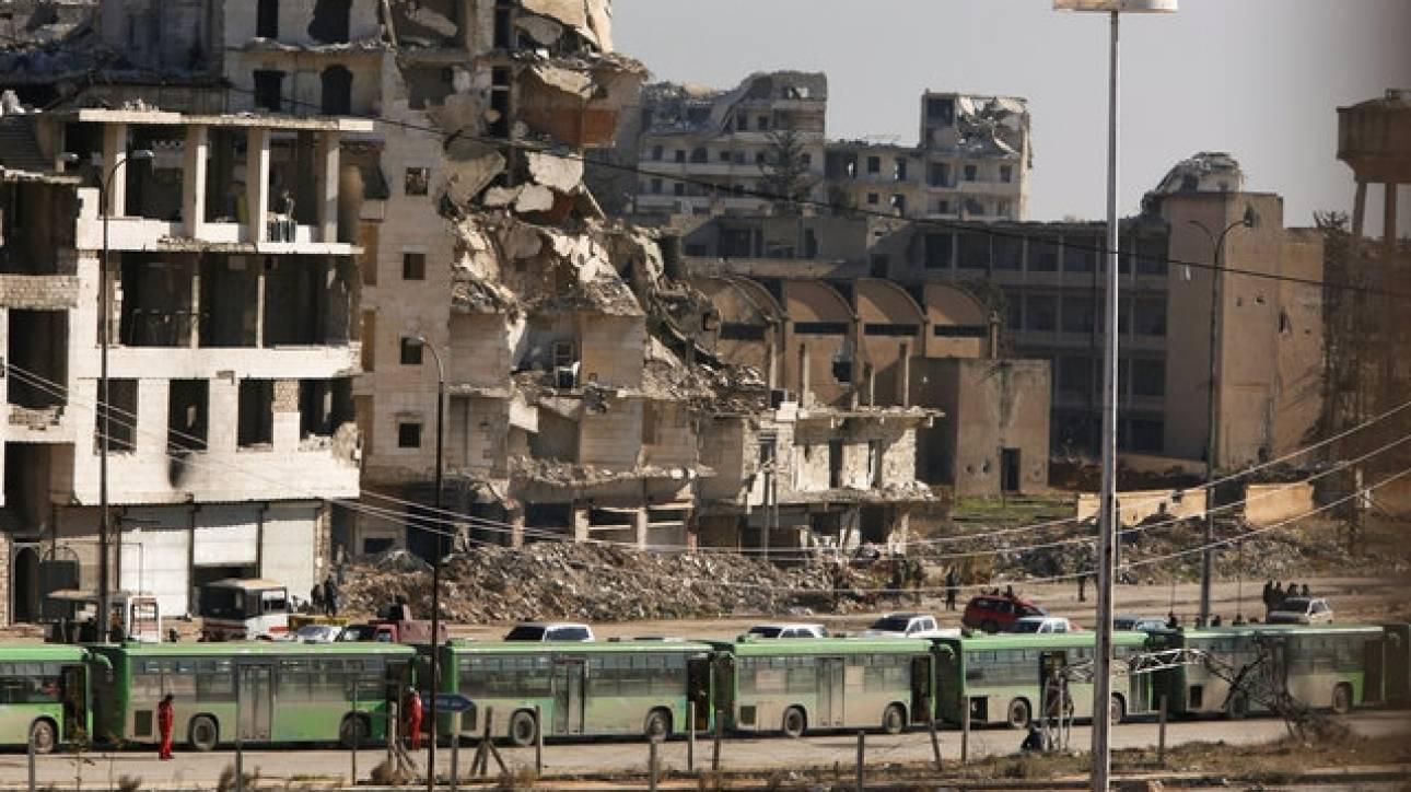 Μεταφέρονται δεκάδες άμαχοι από το ανατολικό Χαλέπι