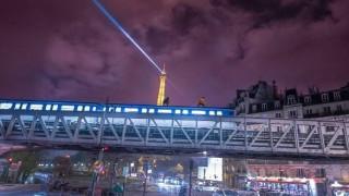 Παράνομο surfing πάνω σε τρένο με θέα τον Πύργο του Άιφελ (Vid)