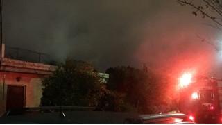 Μονοκατοικία στο Χαλάνδρι τυλίχθηκε στις φλόγες